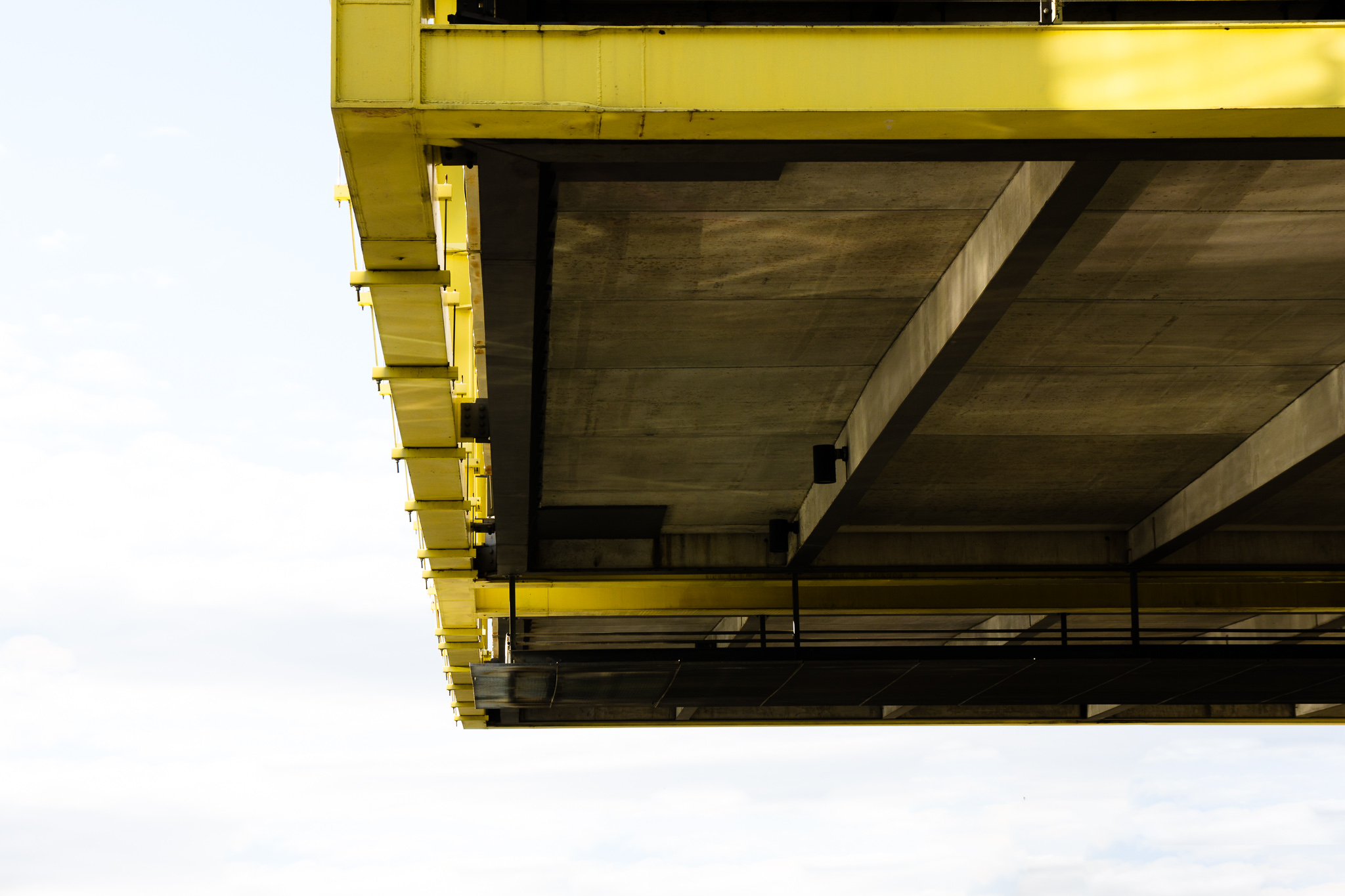 -Hovering Parking Deck - LEJ- Canon EOS 60D (Sigma 17-70mm F2.8-4 DC Macro C, 49 mm, f/8.0, 1/60s, ISO100)