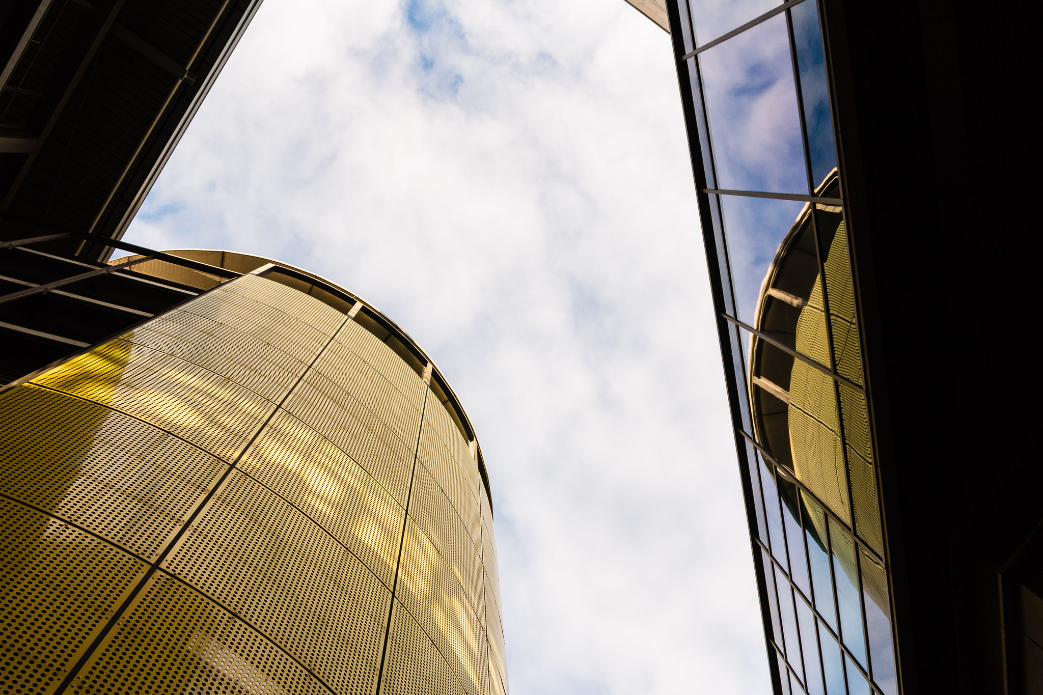 -Tower Mirror- Canon EOS 60D (Sigma 17-70mm F2.8-4 DC Macro C, 17 mm, f/8.0, 1/250s, ISO400)