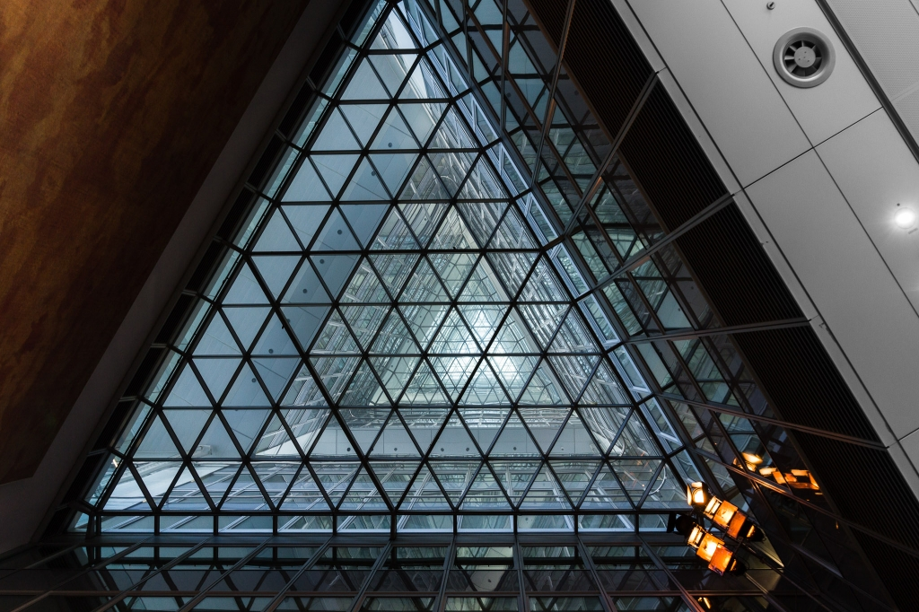 -Triangle of the Commerzbank Tower- Canon EOS 60D (Sigma 17-70mm F2.8-4 DC Macro C, 17 mm, f/4.0, 1/40s, ISO100)