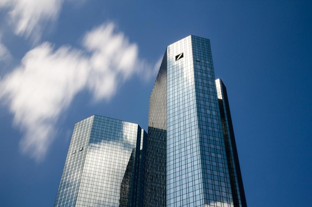 -Deutsche Bank Frankfurt- Canon EOS 60D (Sigma 17-70mm F2.8-4 DC Macro C, 31 mm, f/18.0, 20s, ISO100)