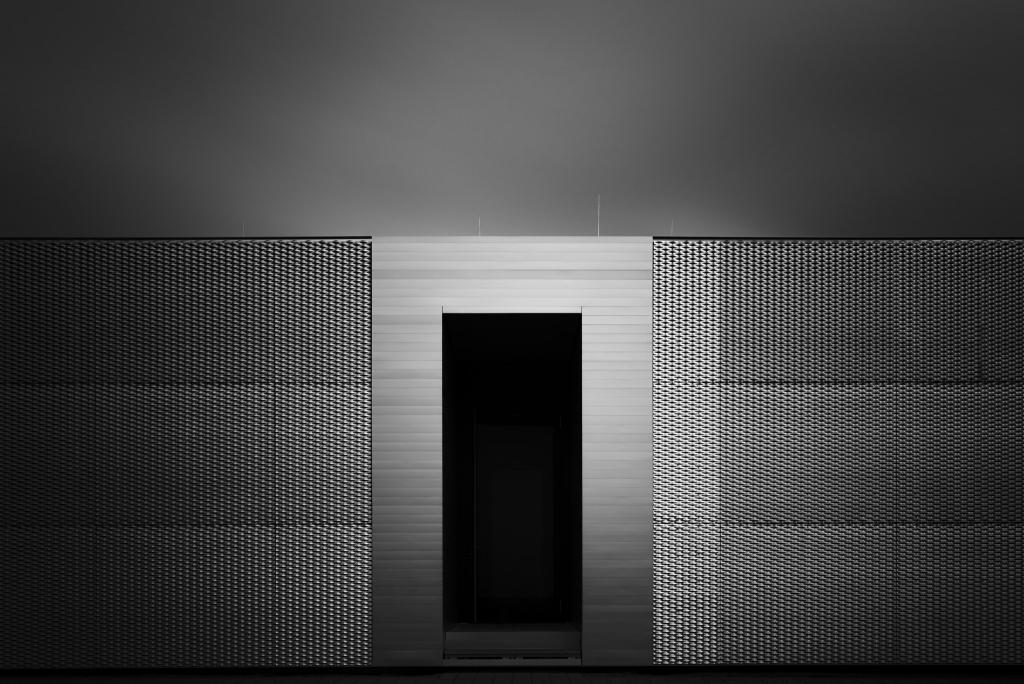 -Shiny Entrance- Wiesweiherhalle Pegnitz Copyright Timon Först, Fotograf für Architektur- und Landschaftsfotografie
