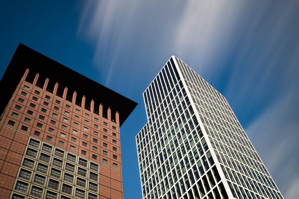 Ungleiche Nachbarn – Japan Center und TaunusTurm